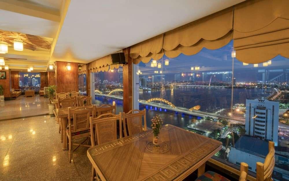 cafe trên tầng thượng khách sạn Green Plaza Đà Nẵng có không gian rất sang trọng
