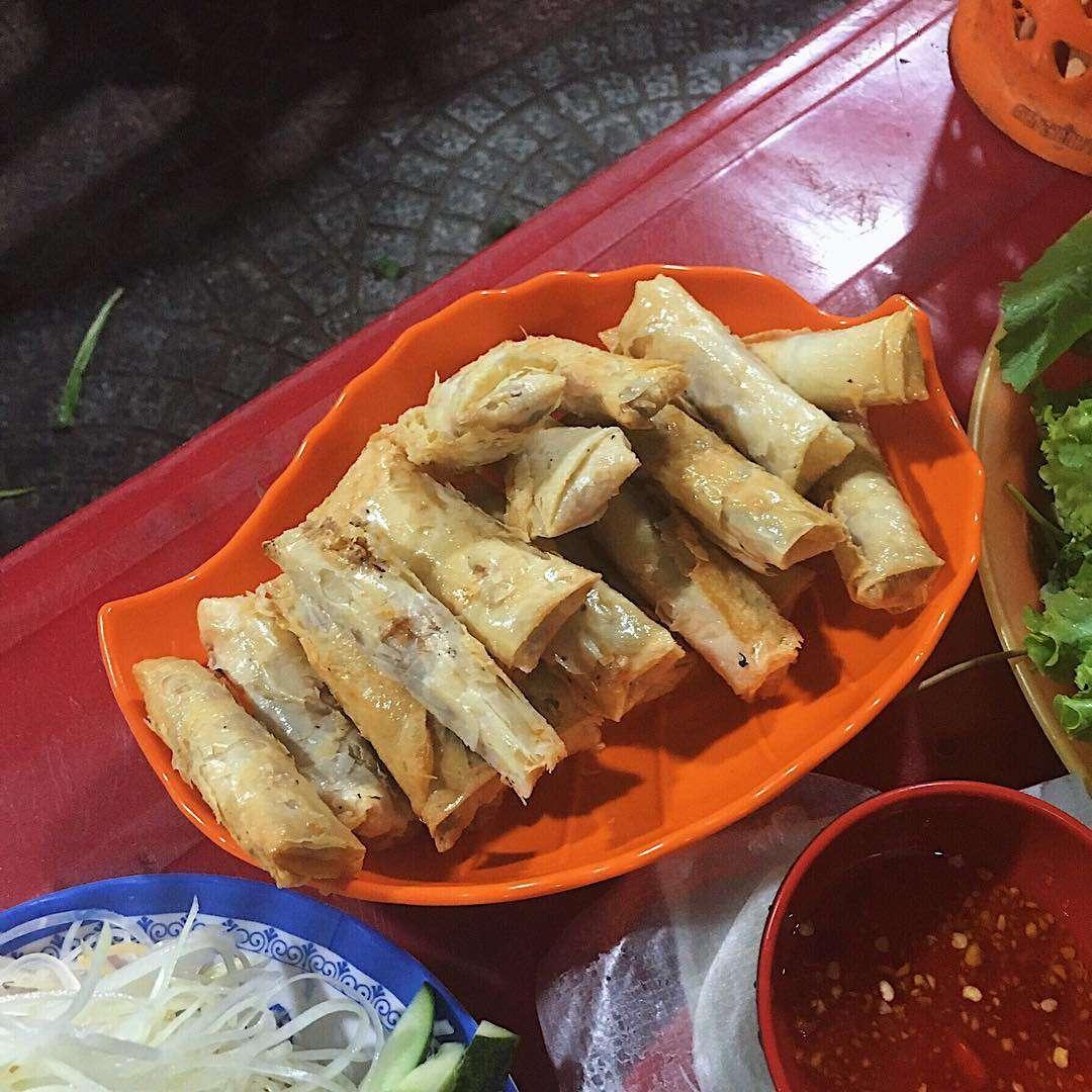ram cuốn cải ở khu ăn vặt dưới chân cầu Trần Thị Lý Đà Nẵng
